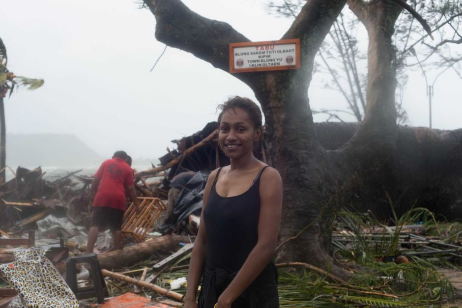 Vanuatu women assists with cleanup